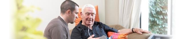 Senelis ir anūkas varto katalogą